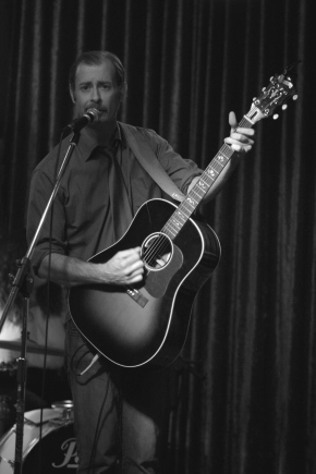 REVIEW & PHOTOS: Dan Waters & The Wildflowers, Emma Swift, Bell St Delays @ Petersham Bowling Club